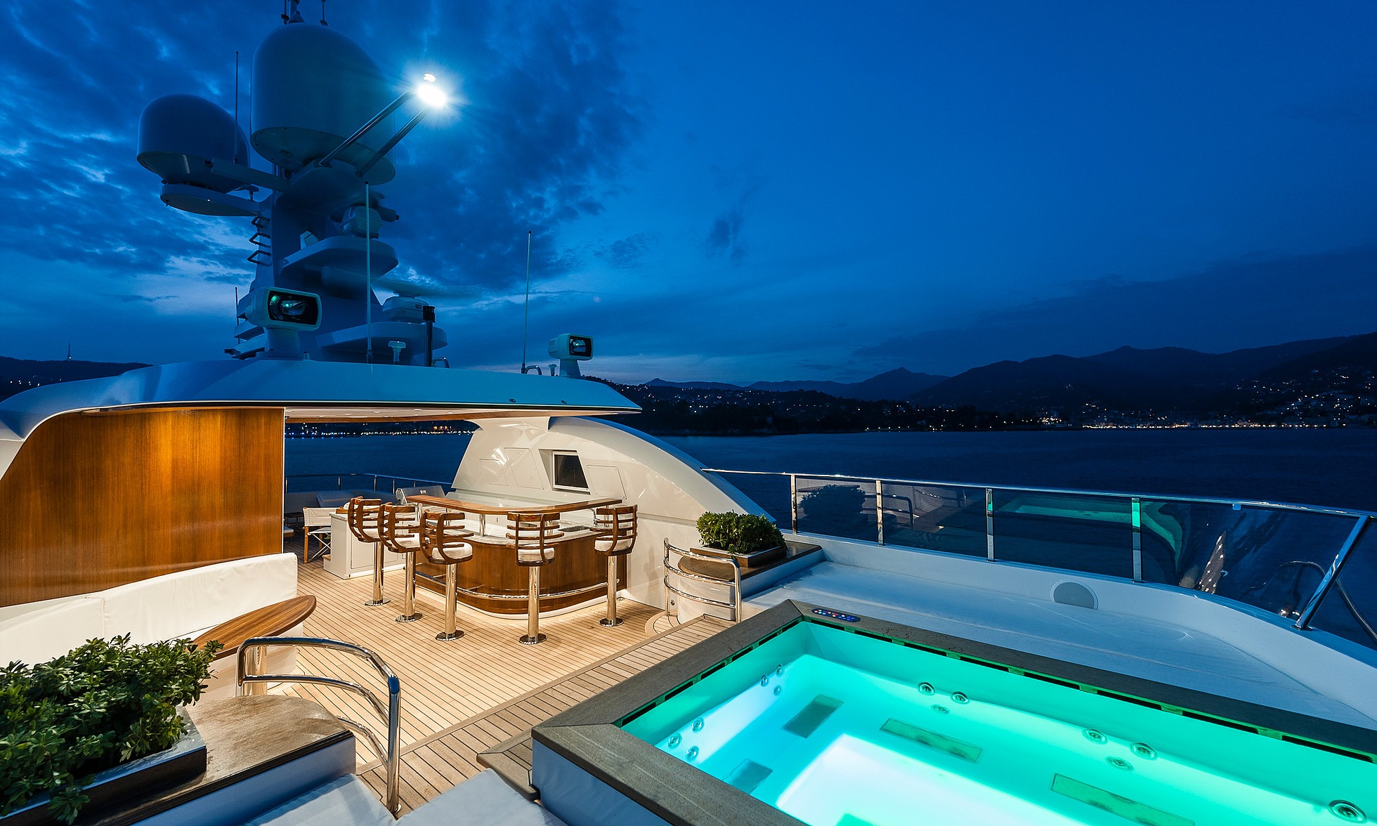 Sundeck with jacuzzi offering endless hours of sport