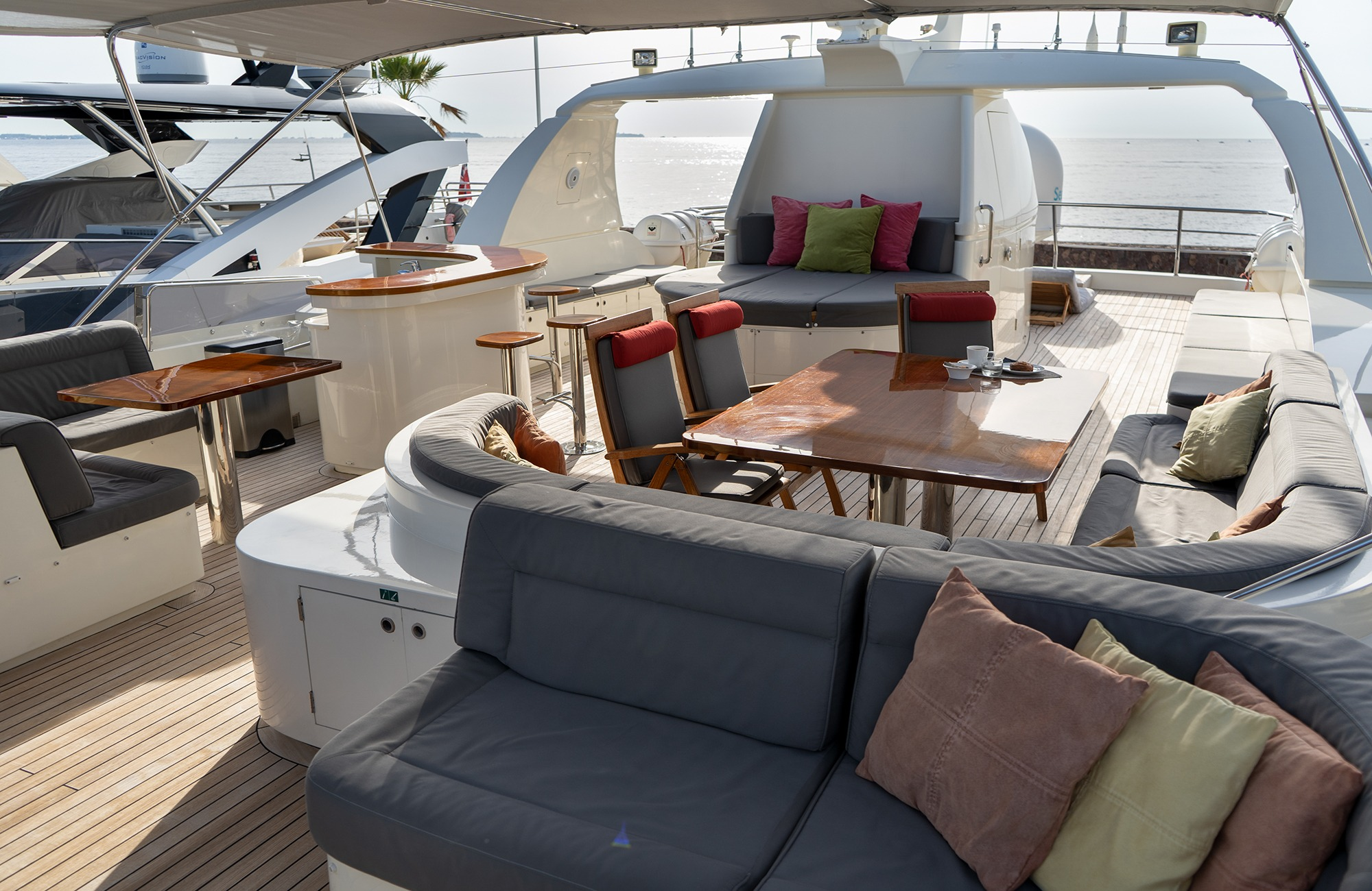 dine at the aft deck table